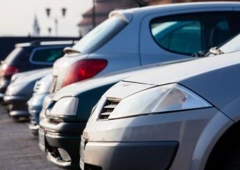 """Nabíječka autobaterií je """"must have"""" nejen v zimě. Jak vybrat tu správnou?"""