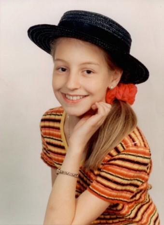 Poznáte malé děvčátko s culíky na fotce?