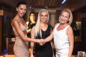 Představení značky Xen-Tan a RevitaLash na společenském večeru. Zleva: Eliška Bučková, Kateřina Kristelová a Martina Pártlová