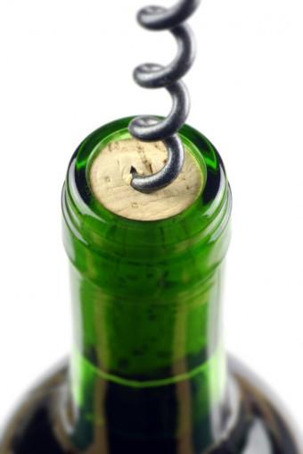 V čem se liší uzávěry lahví vína?