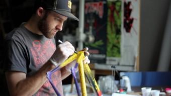 Festka předvádí na Prague Design Weeku ruční výrobu kol