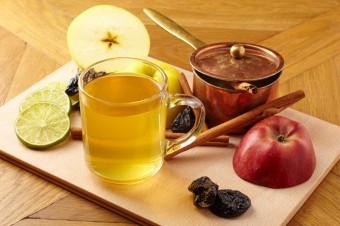 Jablkovo švestkový punč se skořicí