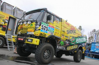 Posádka týmu KM Racing zvládla úvod Dakaru na výbornou