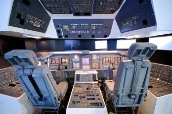Funkční simulátor pilotní kabiny amerického raketoplánu STS