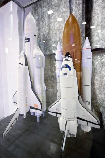 srovnání amerického a ruského raketoplánu