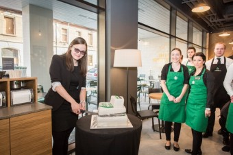 Krájení dortu: Starbucks Meteor Křižíkova