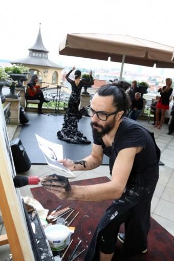 "Emilio Fornieles představuje ""action painting""."