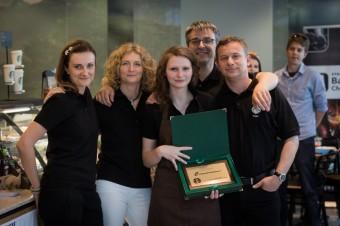 Česká finalistka Charlota Cingelová a členové poroty, Starbucks Barista Championship