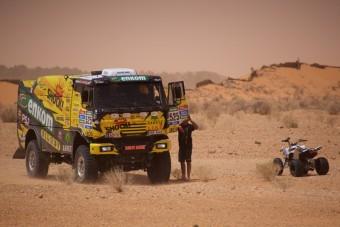 KM Racing testoval techniku i piloty v tuniské poušti