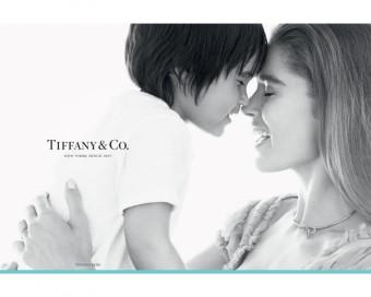 Tiffany Bow, supermodelka Doutzen Kroes se synem Phyllonem, Tiffany & Co.