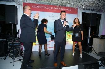 Večer Azimut Yachts Opening Gala moderoval Leoš Mareš (na pódiu s ředitelem prodeje azimut Yachts Czech Republic Michalem Janečkem)