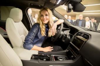 Taťána Kuchařová za volantem Jaguaru, foto: Best of British cars