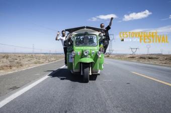 The Pilgreens - Road Tripping in the Desert Front, festival Kolem světa