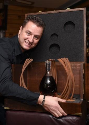Pan Marek Šenkapoul – dražitel koňaku Martell Premier Voyage, majitel baru a cateringové společnosti Koktejly&sny