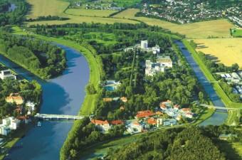 Lázeňský ostrov Piešťany, letecký pohled, Danubius Health Spa Resort Esplanade
