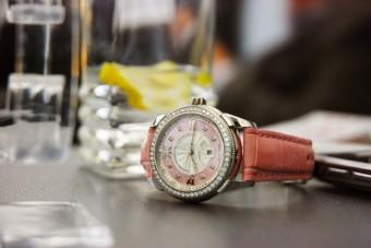 Hodinky Day and Night, cena: 133 100,- Kč, Diamonds International Corporation