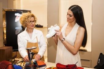 Aneta Vigenrová a  její Tod´s tenisky s originálním monogramem, Luxury Brand Management