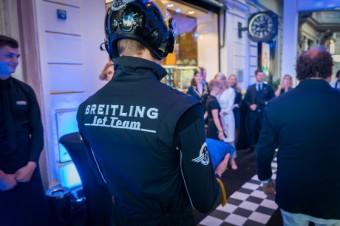 Luxury Brand Management připravil přistávací plochu pro letadlo Breitling L-39C Albatros na Staroměstském náměstí