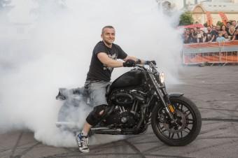 Prague Harley Days 2016, kaskadér Maciek Dop, zdroj: Harley-Davidson