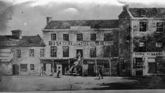 Jedním z prvních, kdo stál za zrodem blended whisky, byl mladý hokynář z Kilmarnocku – John Walker v 19. století