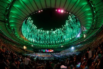 Ohňostroj při závěrečném ceremoniálu v Riu nad stadionem Maracana. Photo: AFP_GA2OF/-