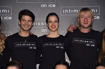 Stéphane Lambiel, Carolina Kostner a Evgeni Plushenko; Intimissimi On Ice: Amazing Day