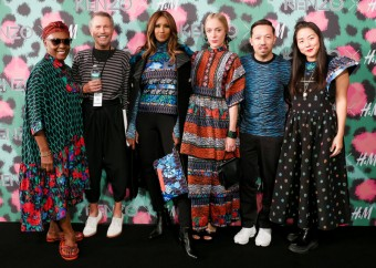 Oficiální představení kolekce KENZO x H&M v New Yorku, zleva: Bethann Hardison, Jean-Paul Goude, Iman, Chloe Sevigny, Humberto Leon, Carol Lim