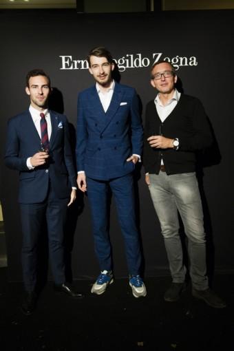Blogger Denis Tureček (první vlevo) a módní fotograf Jakub Feranec (uprostřed), koktejl Ermenegildo Zegna