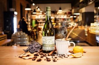 Levandulový bílý svařák, C´est La Vie: cuvée odrůd Chardonnay a Sauvignon, Premier Wines & Spirits
