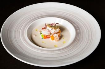 Krémová polévka z polární tresky s kokosovým mlékem, citrónovou trávou a zeleninou, restaurace Kampa Park