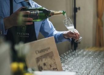 Champagne Deutz.