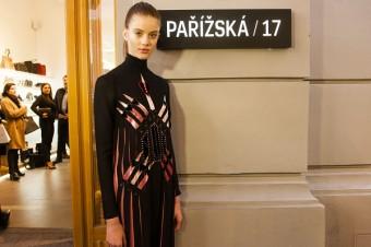 Modelka Barbora Podzimková v modelu od Valentino.