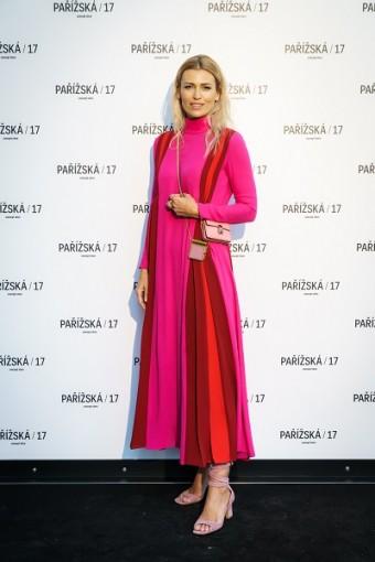 Nestárnoucí Daniela Peštová též vynesla Valentino.