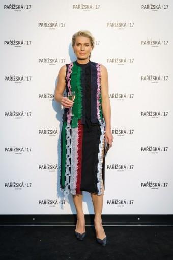 Olga Menzelová zvolila runway look z domu Versace.