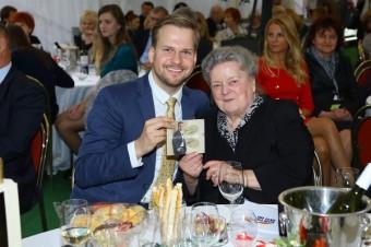 M. Chodúr věnoval Jarmilce Dolejškové CD.