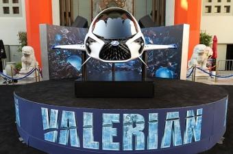Na premiéře filmu Valerian a město tisíce planet se zároveň představilo futuristické plavidlo Skyjet.