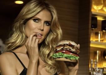 Heidi Klum v reklamě na Jim Beam Bourbon Burger
