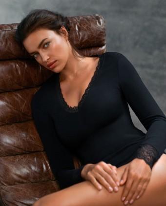 Hlavní protagonistka průvodce Intimissimi's Every Wear Book: modelka a múza Intimissimi Irina Shayk