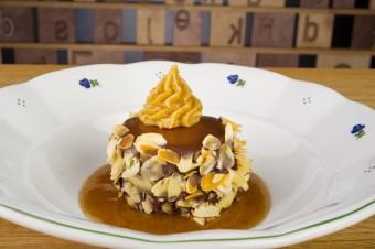 Datlový dortík s čokoládovou polevou a rumovou omáčkou, Restaurace Tiskárna