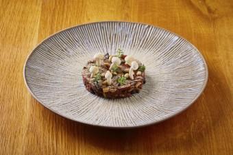Hovězí tartar s hříbky, vinný bar Lodecká 4, Grand Cru Restaurant & Bar