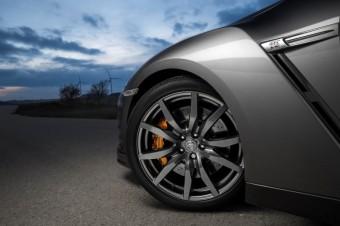 Kola Nissan GT-R 2013 - Menhouse.eu