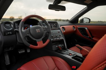 Interiér Nissan GT-R 2013 - Menhouse.eu