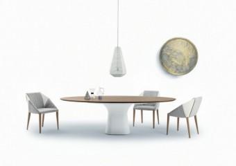 IDW Italia: jídelna. Stůl Podium, židle SVEVA, lampa Pandora