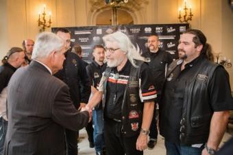 US MEMO Stephen King, Martin Novák prezident nejstaršího klubu H-D na světě, foto kredit: Harley-Davidson