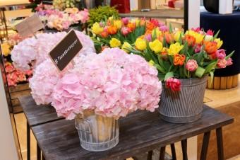 FlowerInvasion: Ferragamo oslavuje otevření pražského butiku