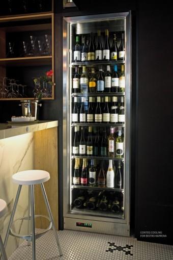 Chladicí vitríny a designové vinotéky společnosti CONTEG Cooling, Bistro Kaprova