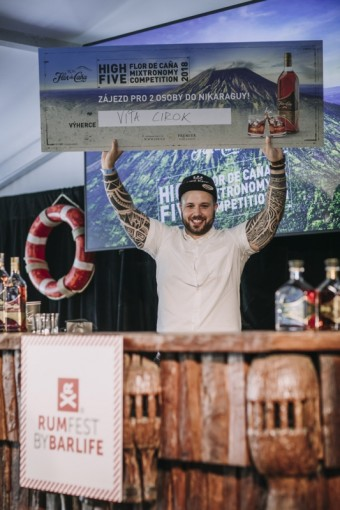 Vítěz třetího ročníku barmanské soutěže s rumy Flor de Caña - Vítězslav Cirok, foto kredit: Premier Wines & Spirits