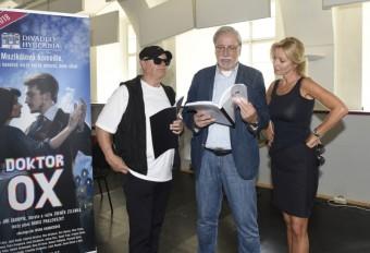 J. Korn, Z. Zelenka a K. Brožová, foto: Doktor Ox Divadlo Hybernia