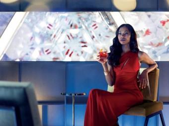 Zoe Saldana ve snímku The Legend of Red Hand, foto kredit: Ultra Premium Brands