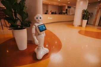 Robot Pepper jako zaměstnanec OREA Hotels & Resorts